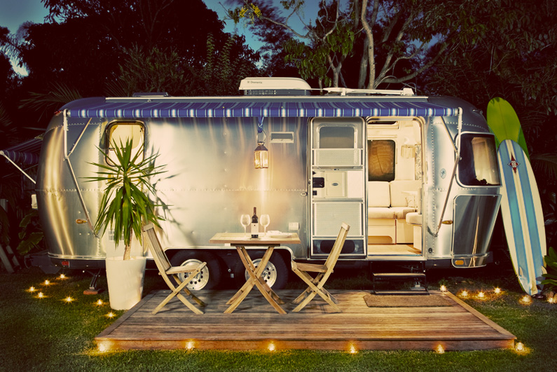 does a smokin 39 neighborhood vintage airstream trailer airbnb profit cashville skyline. Black Bedroom Furniture Sets. Home Design Ideas
